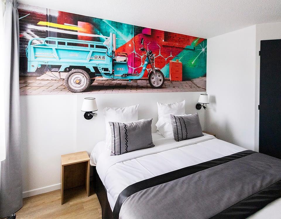 Vente et installation de photographies d'art Pixopolitan pour le Cris Hôtel Corbas.