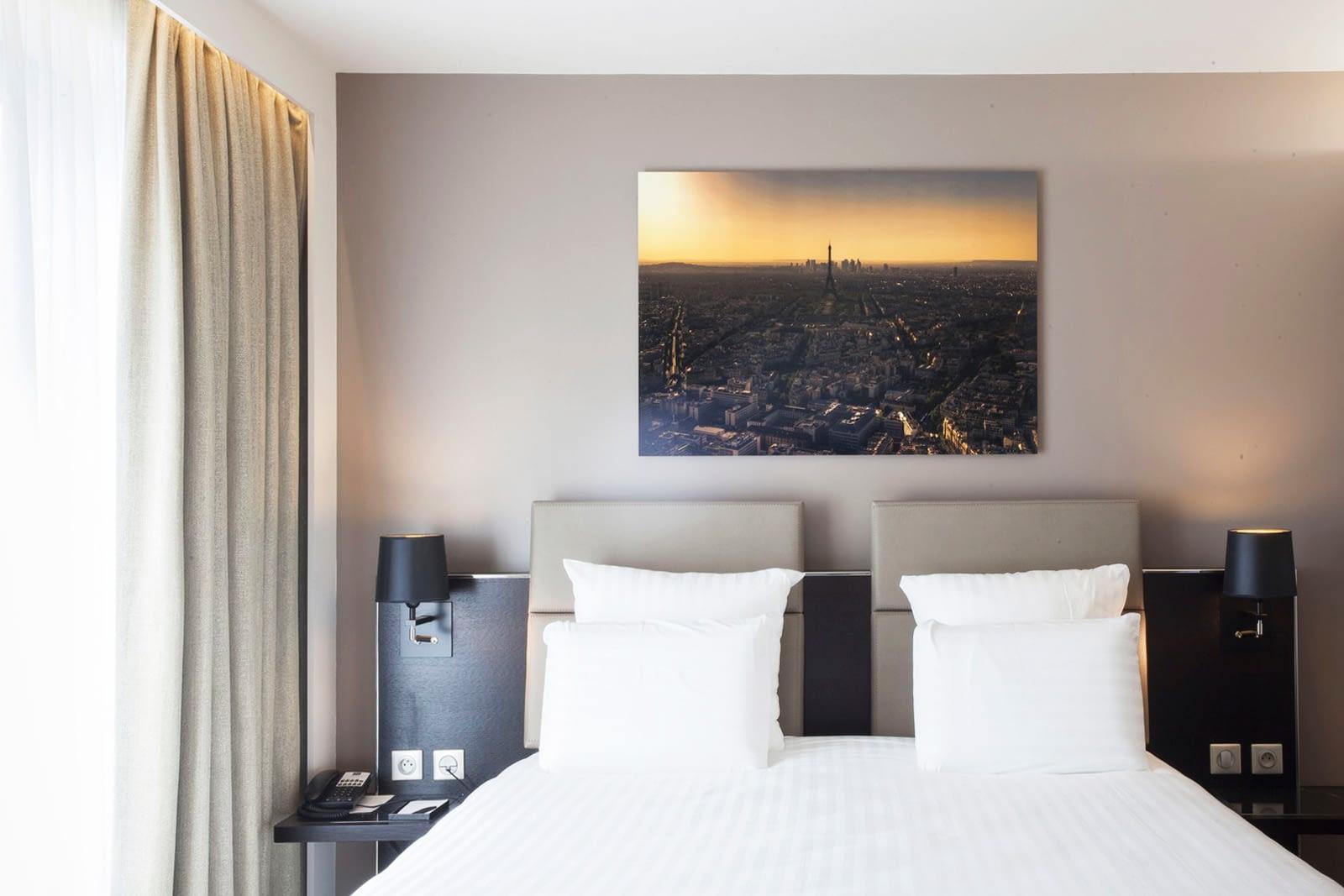 Vente et installation de photographies d'art Pixopolitan pour l'AC Hôtel Paris Porte Maillot