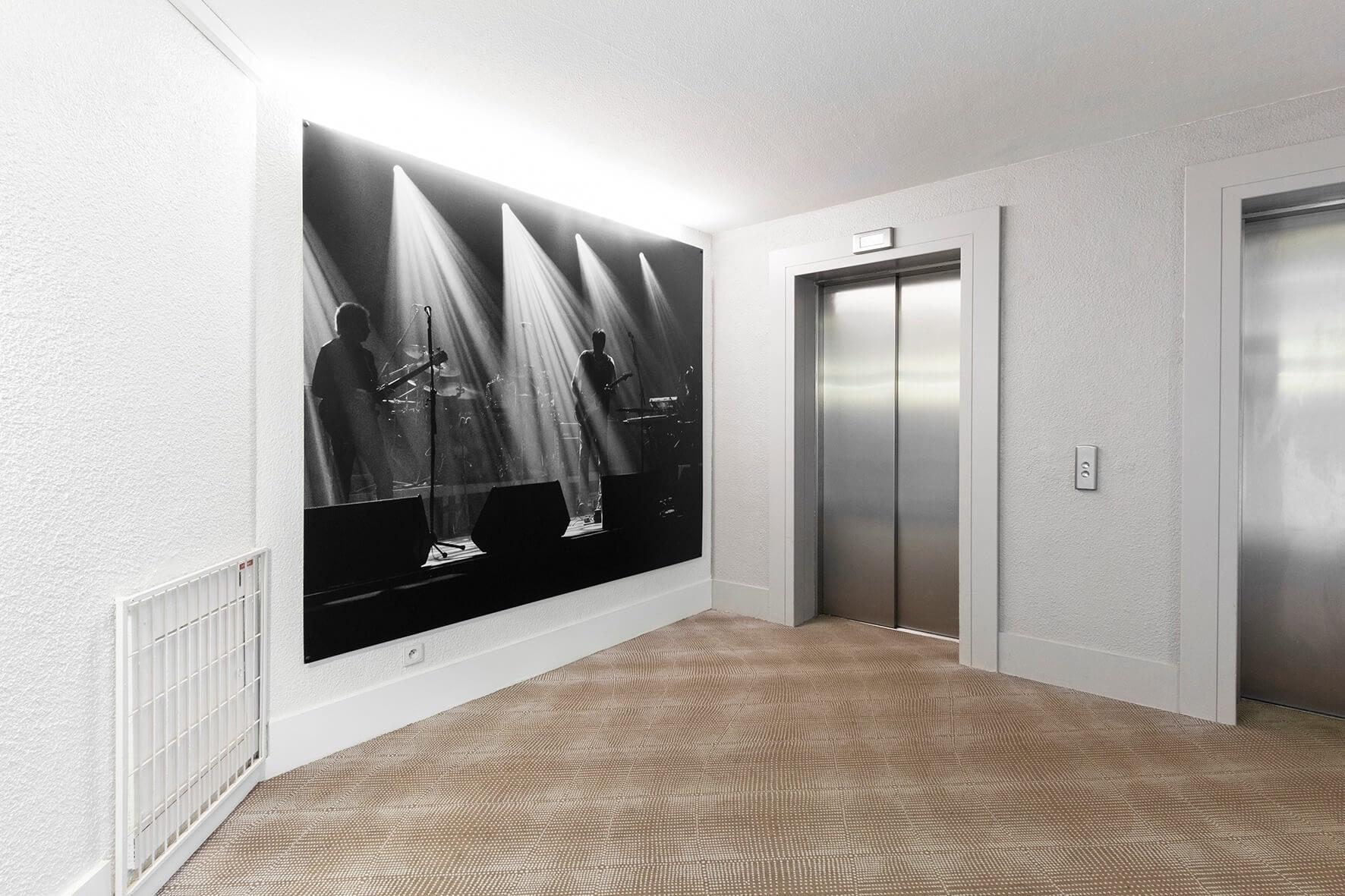 Vente et installation de photographies d'art Pixopolitan pour le Novotel Paris Centre Bercy.